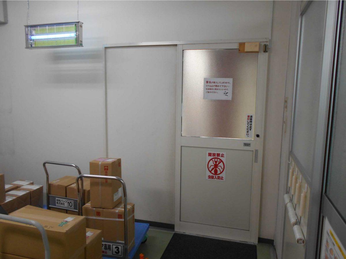 台車で通過する工場手動ドアを自動化(栃木県)