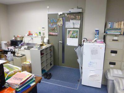 開き戸の自動ドア設置例(国立大学)