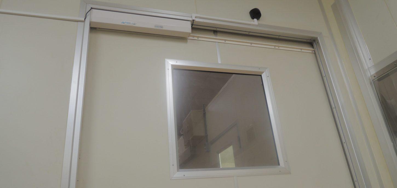 効率と衛生改善に自動ドアを後付け