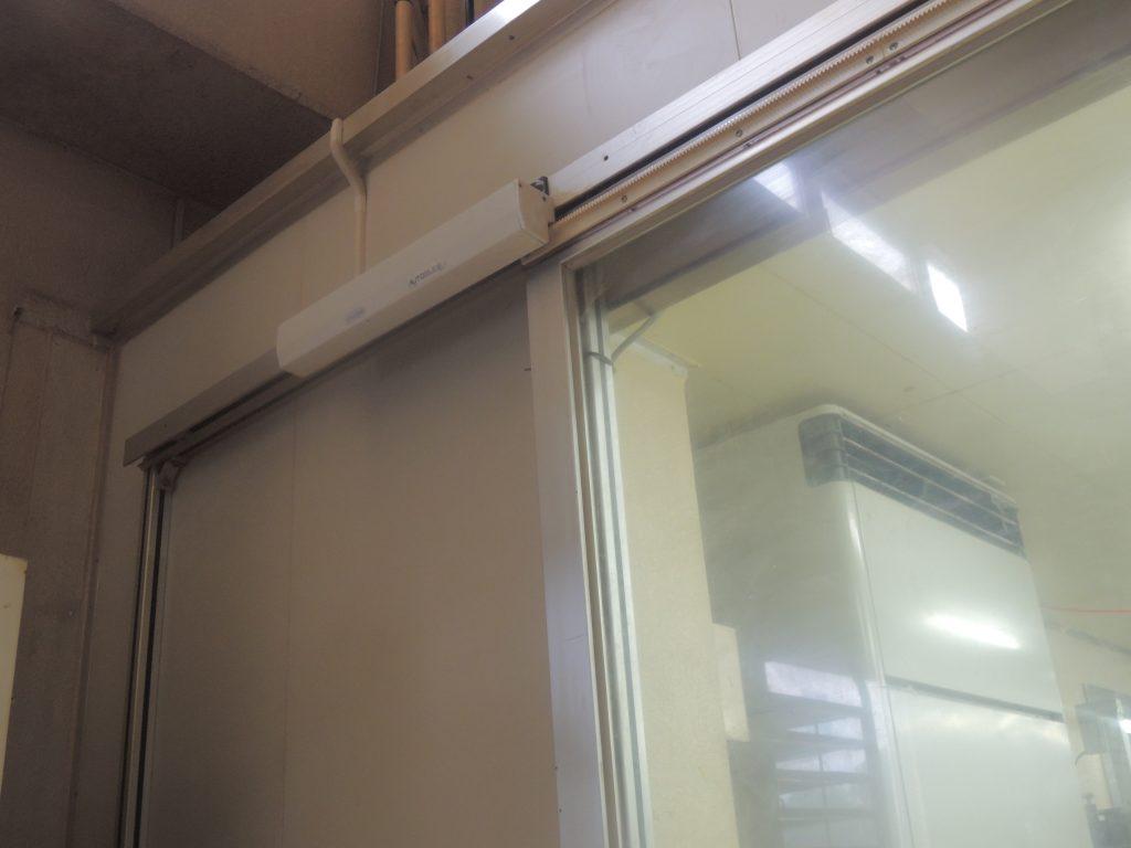 食品工場でのオートスライド設置例