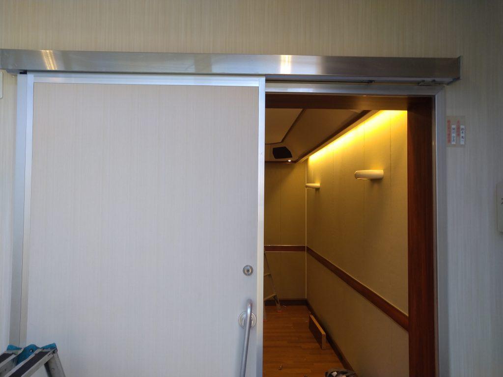 大型ドアを自動ドアに後付け改修FAS07