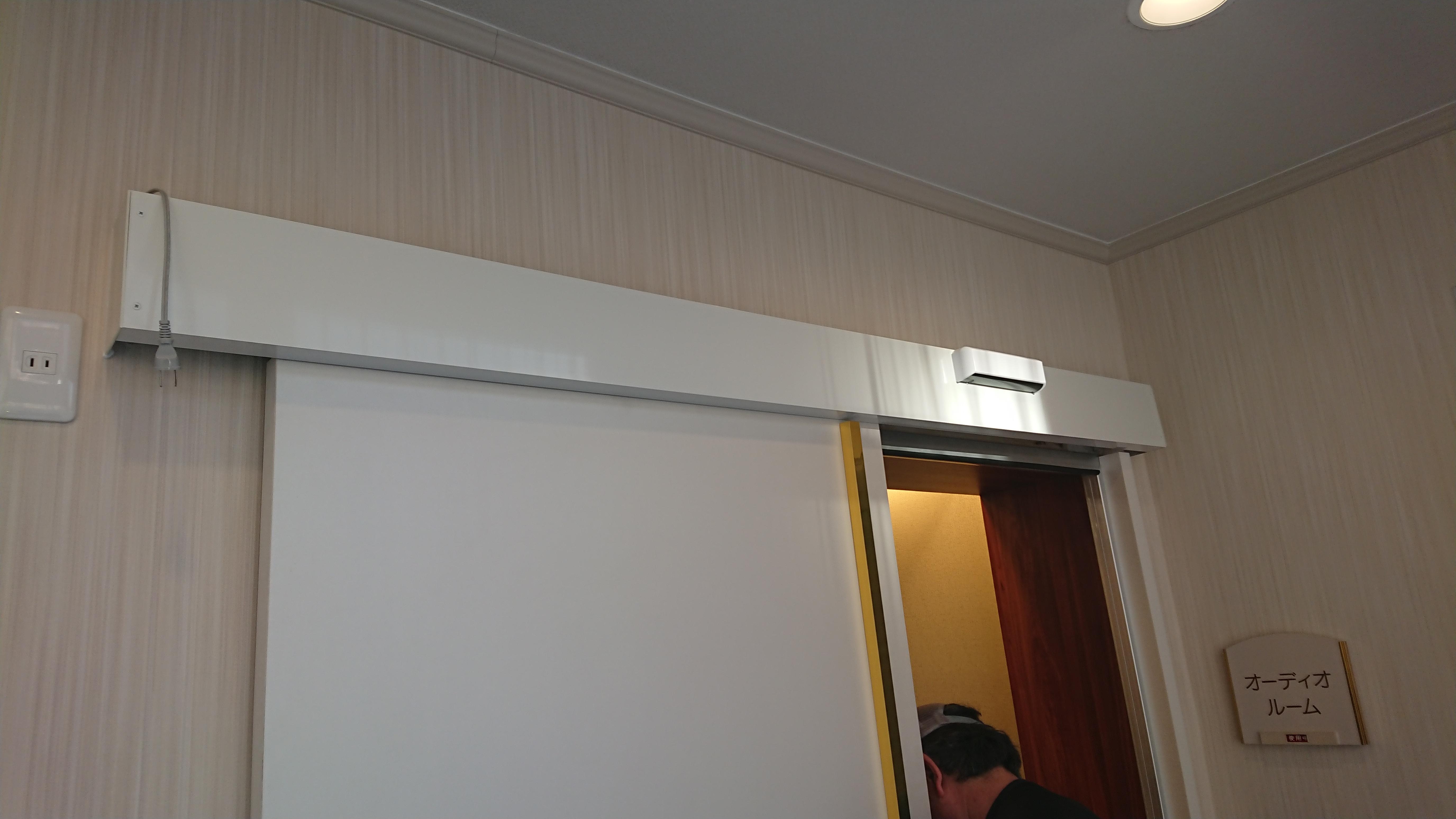 大型ドアを自動ドアに後付け改修
