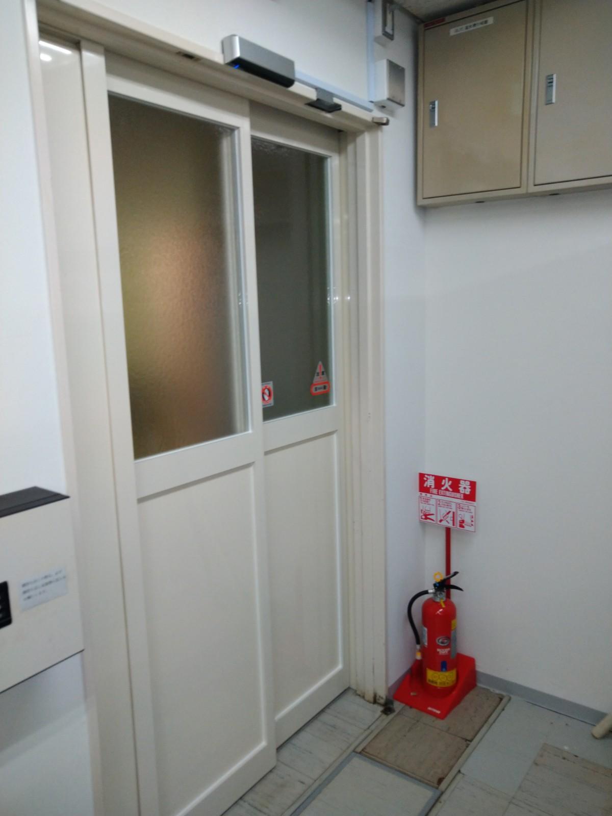 都内TV局内開き戸を自動ドアに改修 東京【FAS07事例】